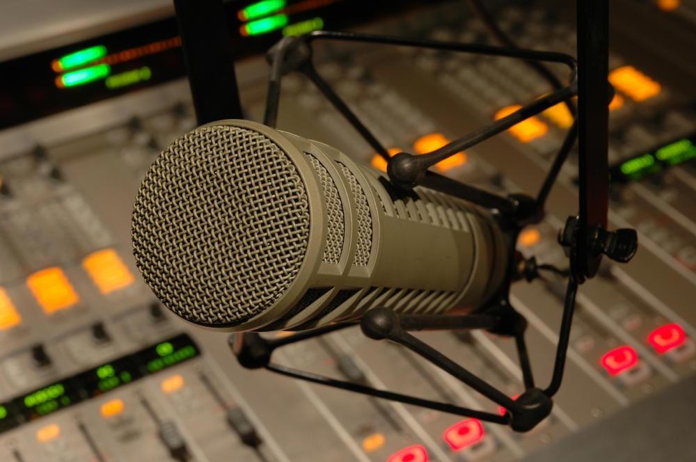 cropped-radio-mic.jpg